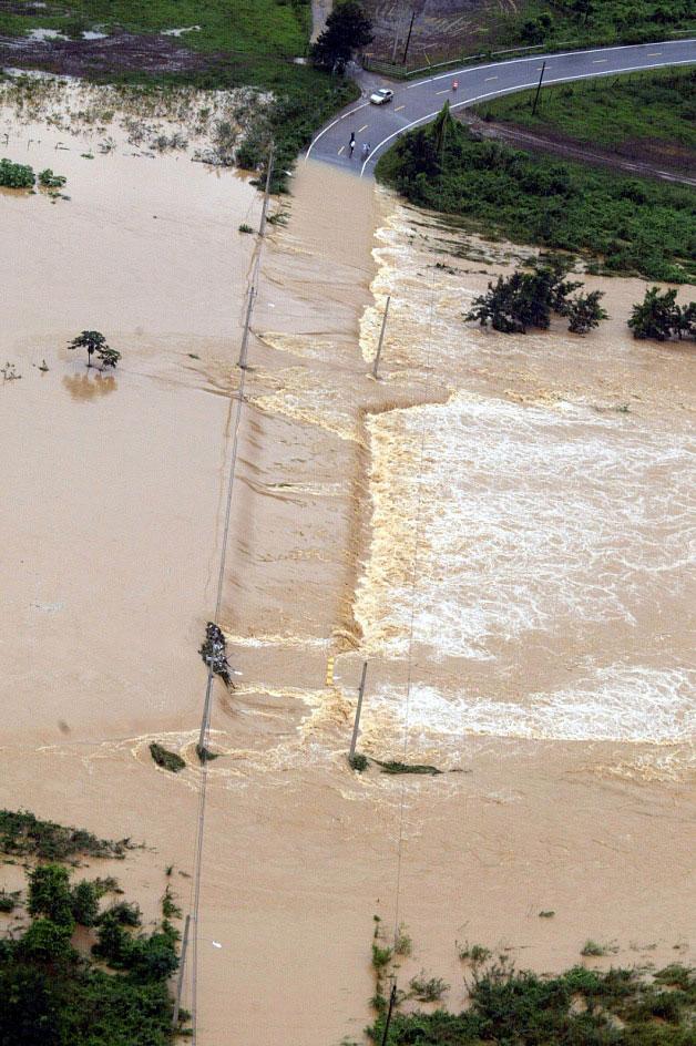 Las inundaciones desnudan la vulnerabilidad de la infraestructura, como puentes y carreteras